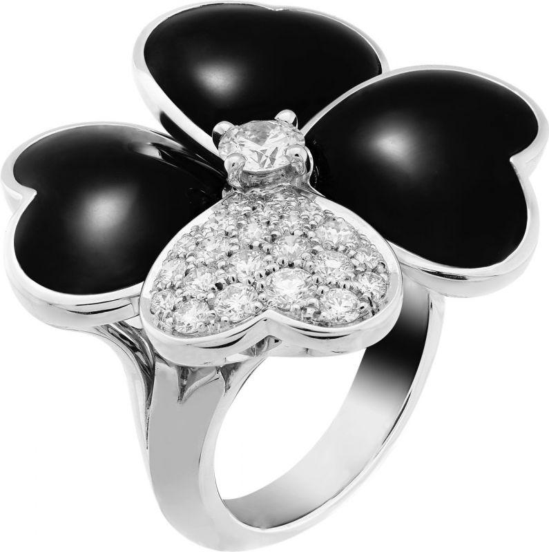 VCARO5RA00_Cosmos large model ring, white gold, onyx, diamonds, diamond center_554690